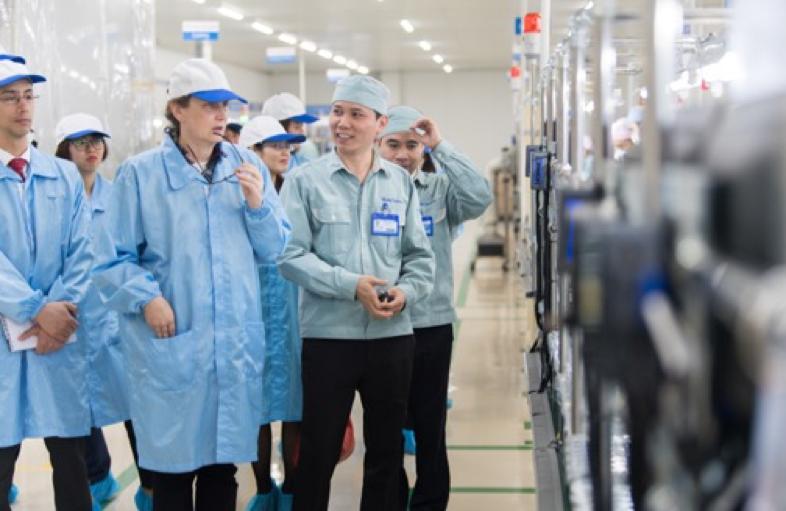 Phó Đại sứ Hoa Kỳ - Caryn R. McClelland thăm Manutronics Việt Nam trong việc thúc đẩy hỗ trợ doanh nghiệp trong khuôn khổ dự án USAID LinkSME.